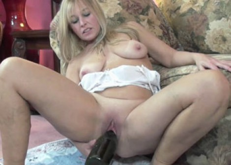 image Russian hottie isida fucks and takes the cum in her mouth